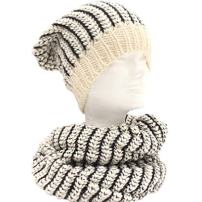 Knitted neckwarmer and cap col. Cream